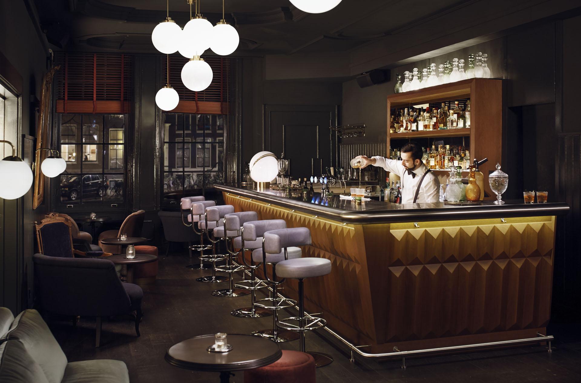 bar-bartender-5