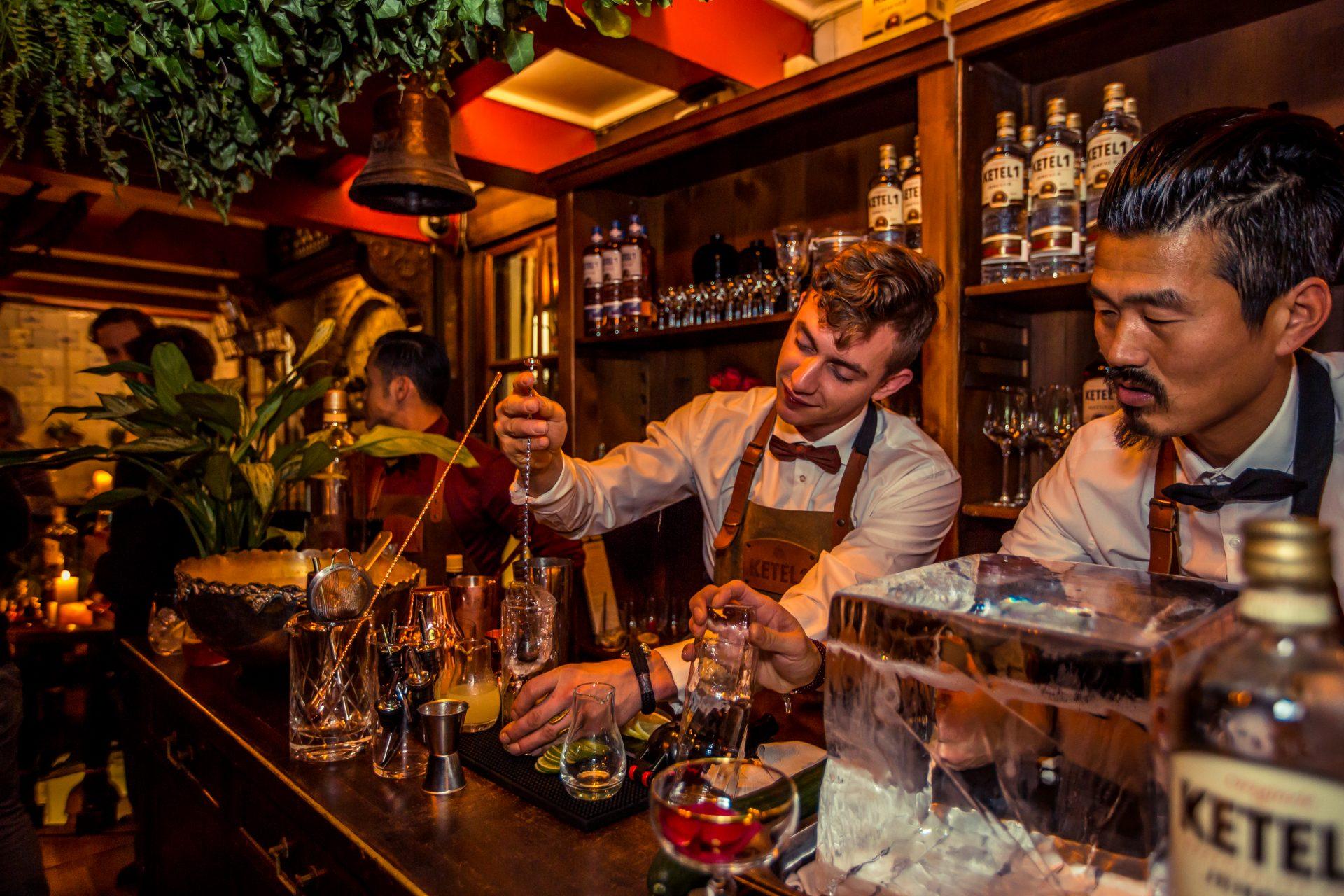 Bar De Vlieg by Ming Chao