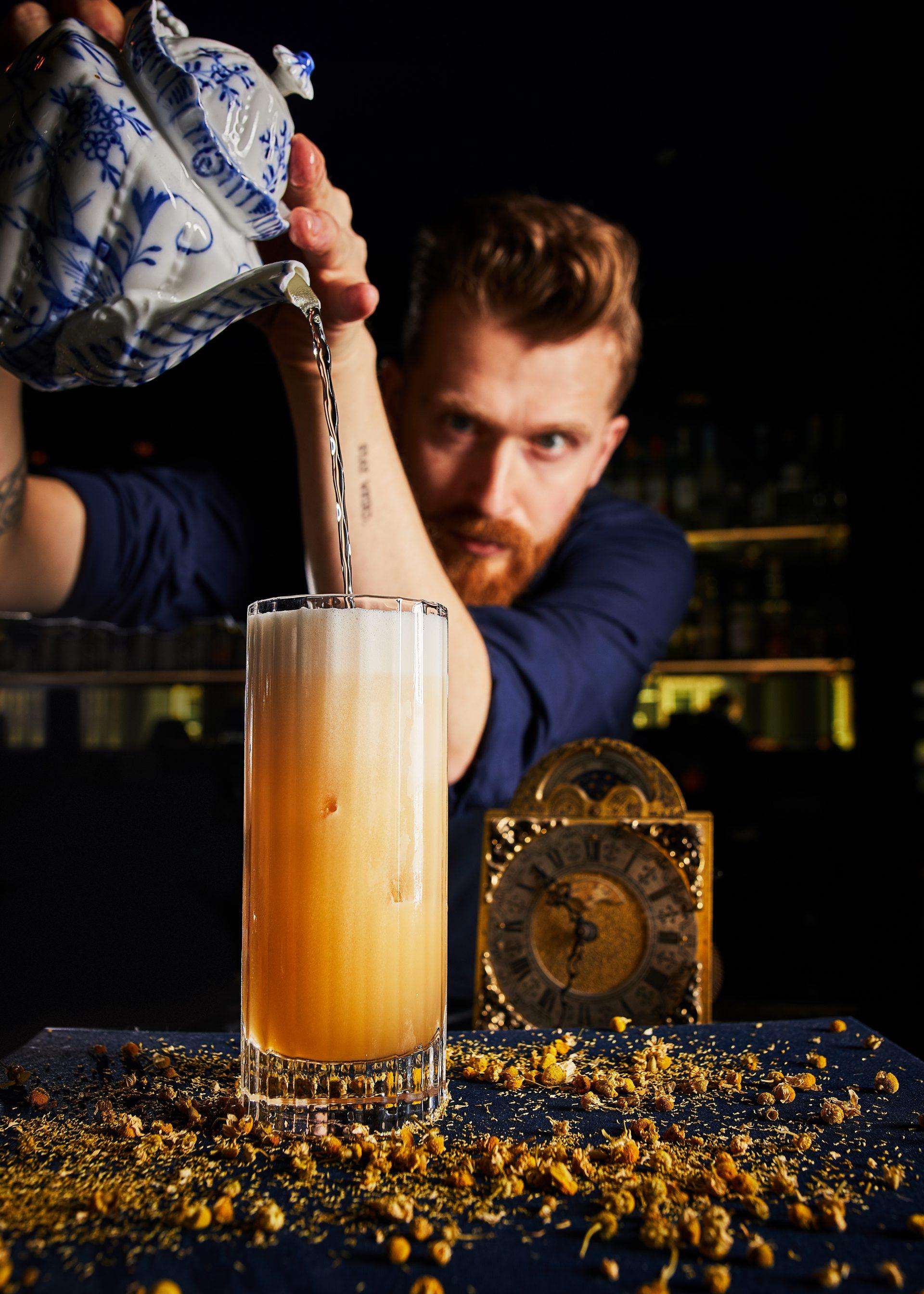 Bluespoon_Team_ Martin_Eisma_Tea-Time-Fizz-Cocktail-Teapot